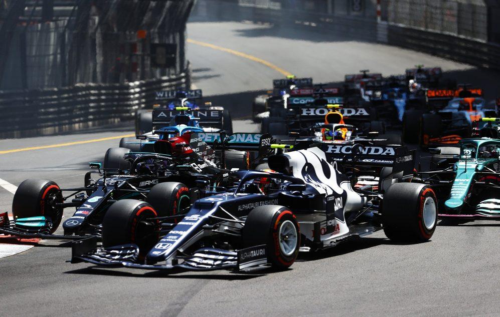 Gasly começou a corrida à frente de Hamilton, e o campeão em título nada pôde fazer para ultrapassá-lo