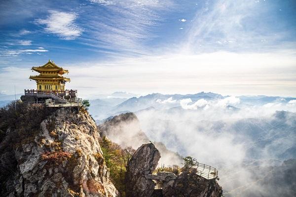 ภูเขาเหลาจุน (Mount Laojun: Laojun Mountain: 老君山)