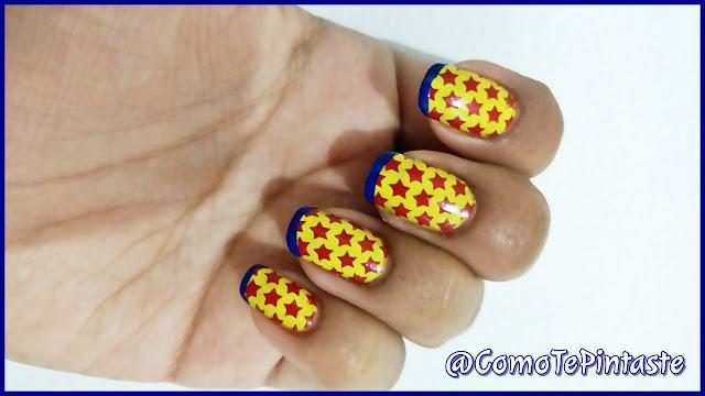 uñas amarillas con estrellas rojas y frech azul