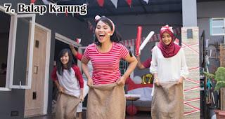 Balap Karung merupakan salah satu lomba 17an seru yang bisa dilakukan di rumah saat pandemi