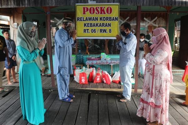 Selain Daging Kurban, Sembako Juga Diberikan Polda Kalteng Kepada Warga Yang Menjadi Korban Kebakaran di Flamboyan