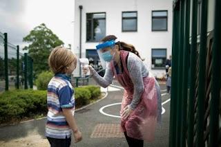 Чи потрібно школярам купувати маски та антисептики за власні гроші? В МОН дали відповідь