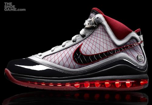 sale retailer 67caf fb35a Aujourd hui marque le dévoilement de LeBron James  chaussure dernière  signature de basket-ball, la Nike Air Max LeBron VII.
