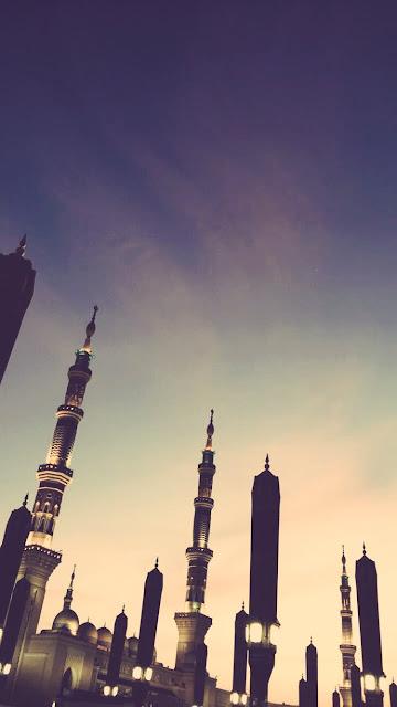 خلفية هاتف تصوير منارة ومظلات المسجد النبوي