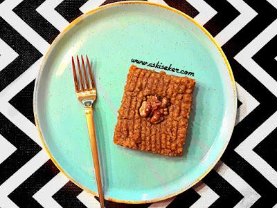 Nevzine Tatlısı Tarifi nasıl yapılır tahinli pekmezli şerbetli tatlı kolay lezzetli videolu nefis yöresel tahinli tatlı yemek tarifleri Kayseri yöresine ait tahinli pekmezli harika bir tatlı