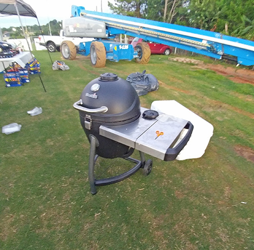 The Char-Broil Kamander kamdo grill is surprisingly good in my opinion.