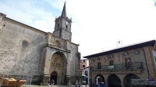 Iglesia y Antiguo Ayuntamiento de Comillas.