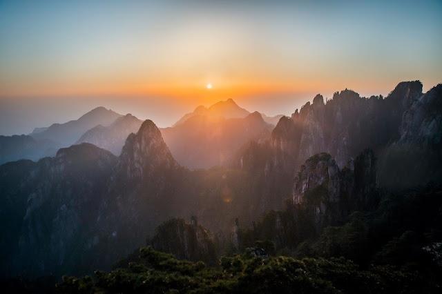 Mountain Sunrise, China, Photo by Huper by Joshua Earle on Unsplash