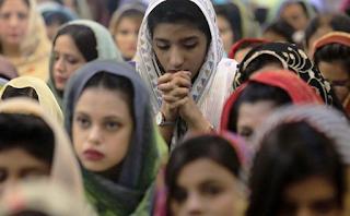 """تقرير """"مساعدة الكنيسة المتألمة"""" بشأن المسيحيين المضطهدين حول العالم"""