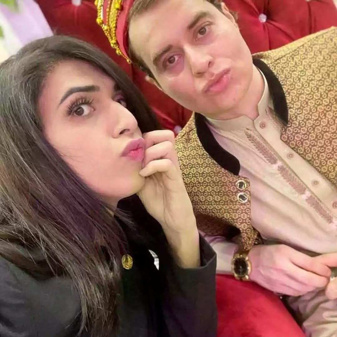 Beautiful Nikah Pictures of Nasir Khan Jan With His Sibling And In-Laws