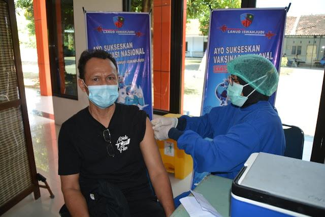 RSAU dr. Efram Harsana Lanud Iswahjudi Lanjutkan Vaksinasi Tahap II