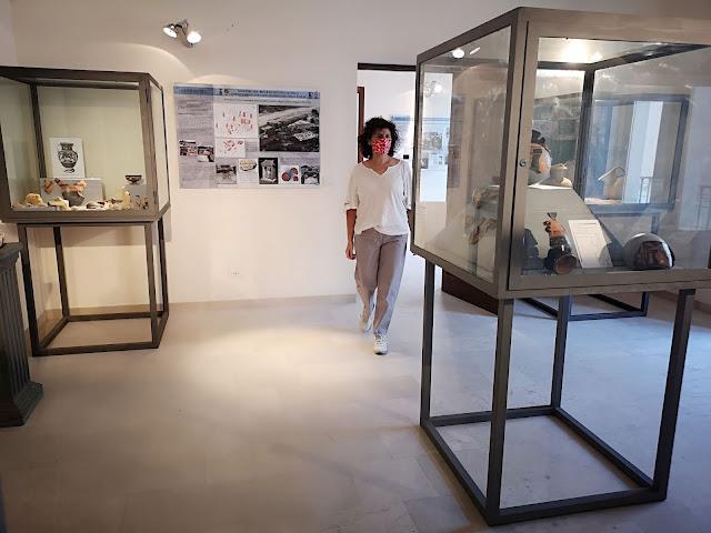Donna nel museo