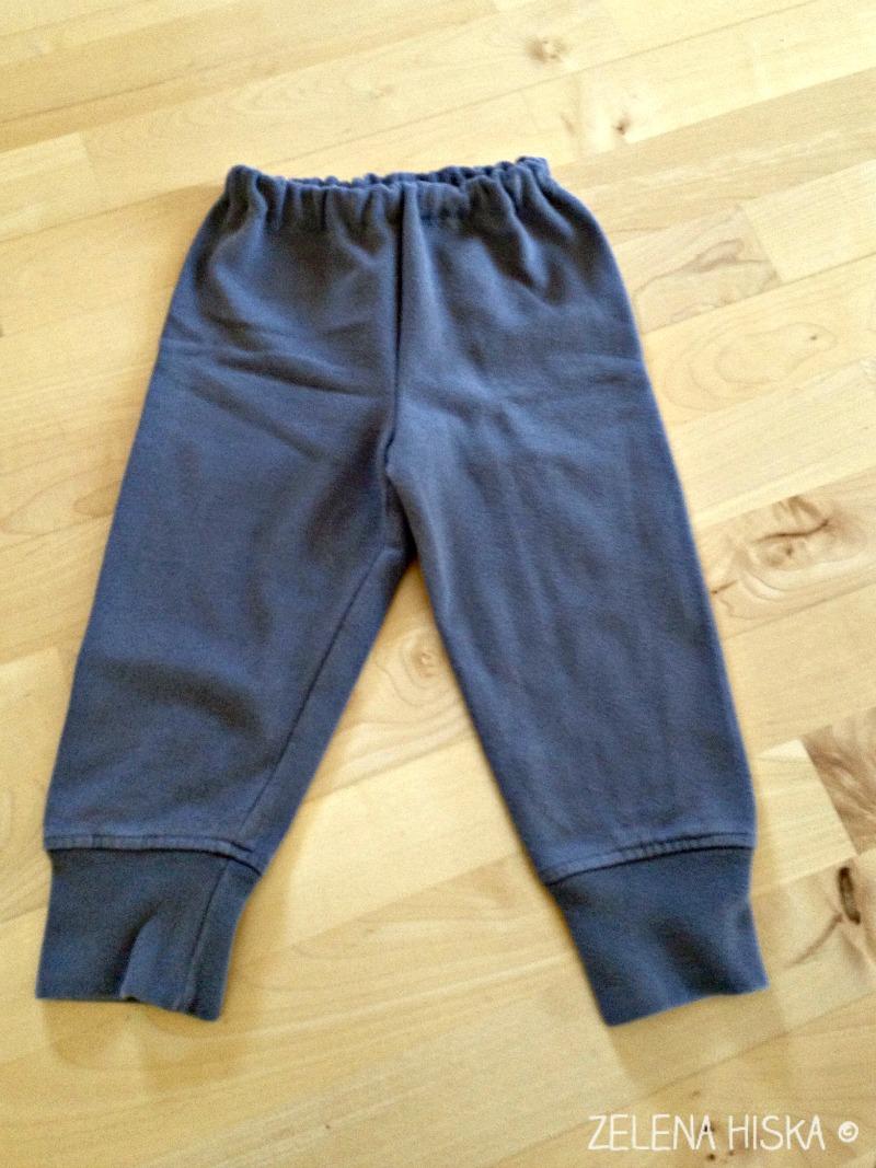 recikliramo - otroške hlače iz starega puloverja