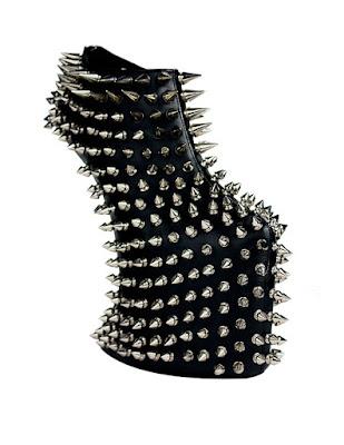 tacones altos o zapatos de plataforma estilo Punk