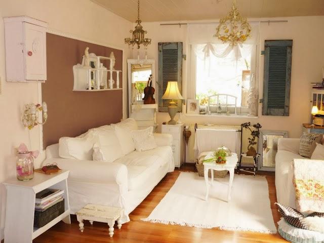 cálido gracias a los muebles, textiles, lámparas y suelo de parquet