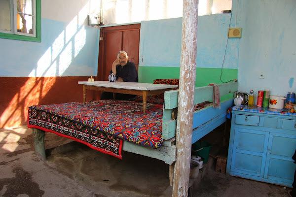 Kirghizistan, Arslanbob, Sobirjon, tapshan, tapchane, © L. Gigout, 2012