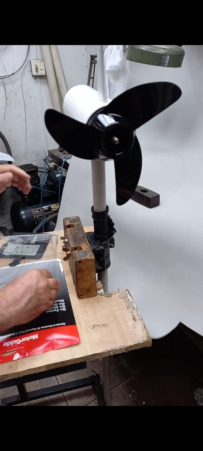 Colocando o hélice do motor guide