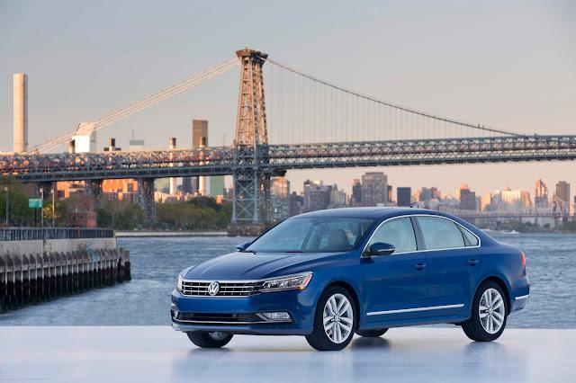 Front 3/4 view of 2018 Volkswagen Passat V6 SEL Premium