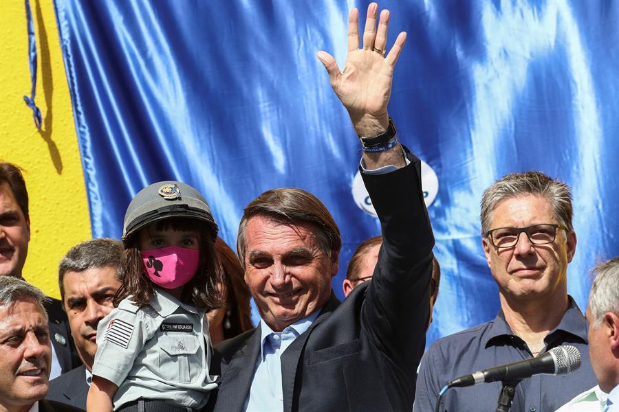 Bolsonaro exige proteção de policiais que matam criminosos