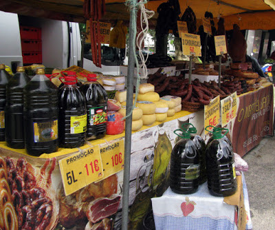 banca de feira com produtos regionais