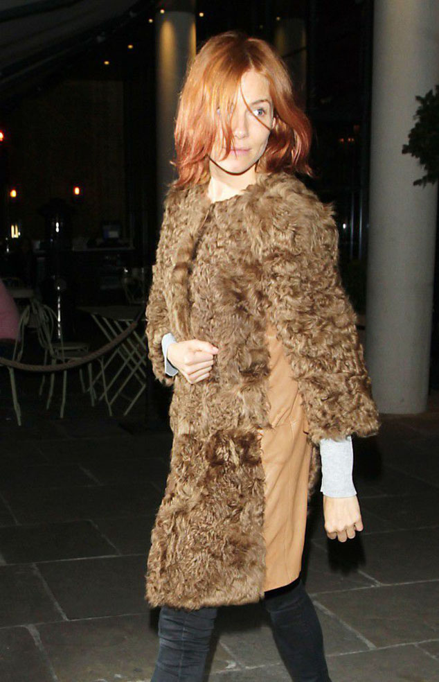 Celebrity Style Sienna Miller raises also a hairstyle