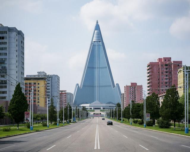 fotografías-Raphael-Olivier-arquitectura-única-capital-de-Corea-del-Norte