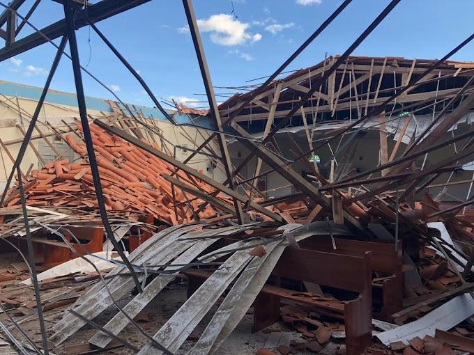 Parte de teto de capela desaba em Sobral, no Ceará; telhado sobre altar não é afetado