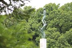 Patung Tangan Tuhan di Pekarangan Belakang Istana Bogor