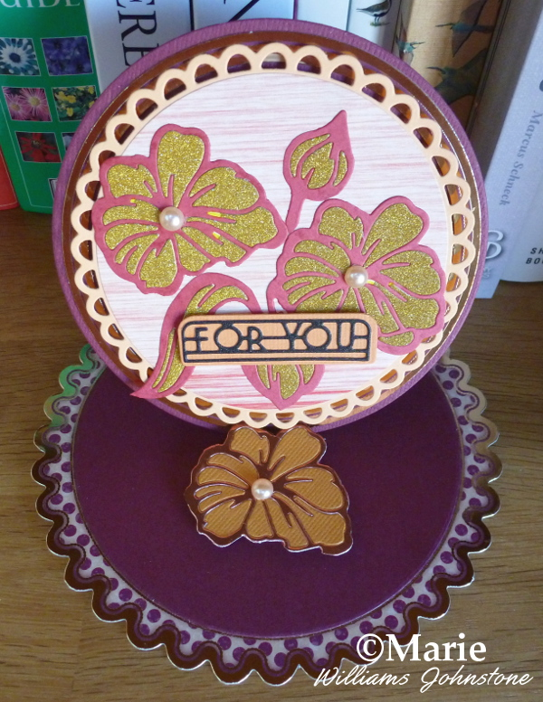 Floral circle easel card made with tonic craft kit 09