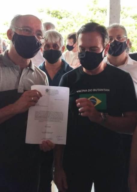 Nilton Hirota entrega pedido ao Dória que as vacinas sejam liberadas para Registro-SP