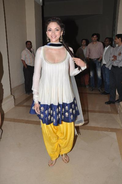 Bollywood new actress aditi rao spicy stills no water mark