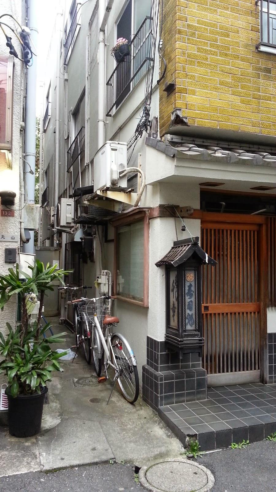 japan wohnen in asagaya sakuraaa an der sophia universit t. Black Bedroom Furniture Sets. Home Design Ideas