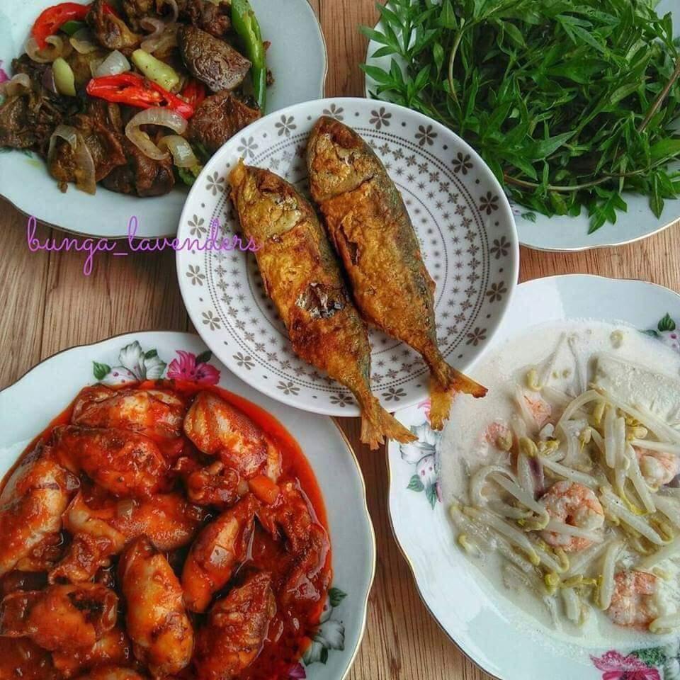 Juadah iftar masakan kampung ulam ulaman