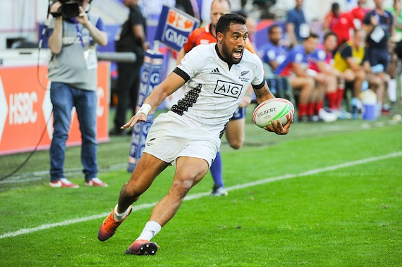 Sione Moila of New Zealand runs in a try