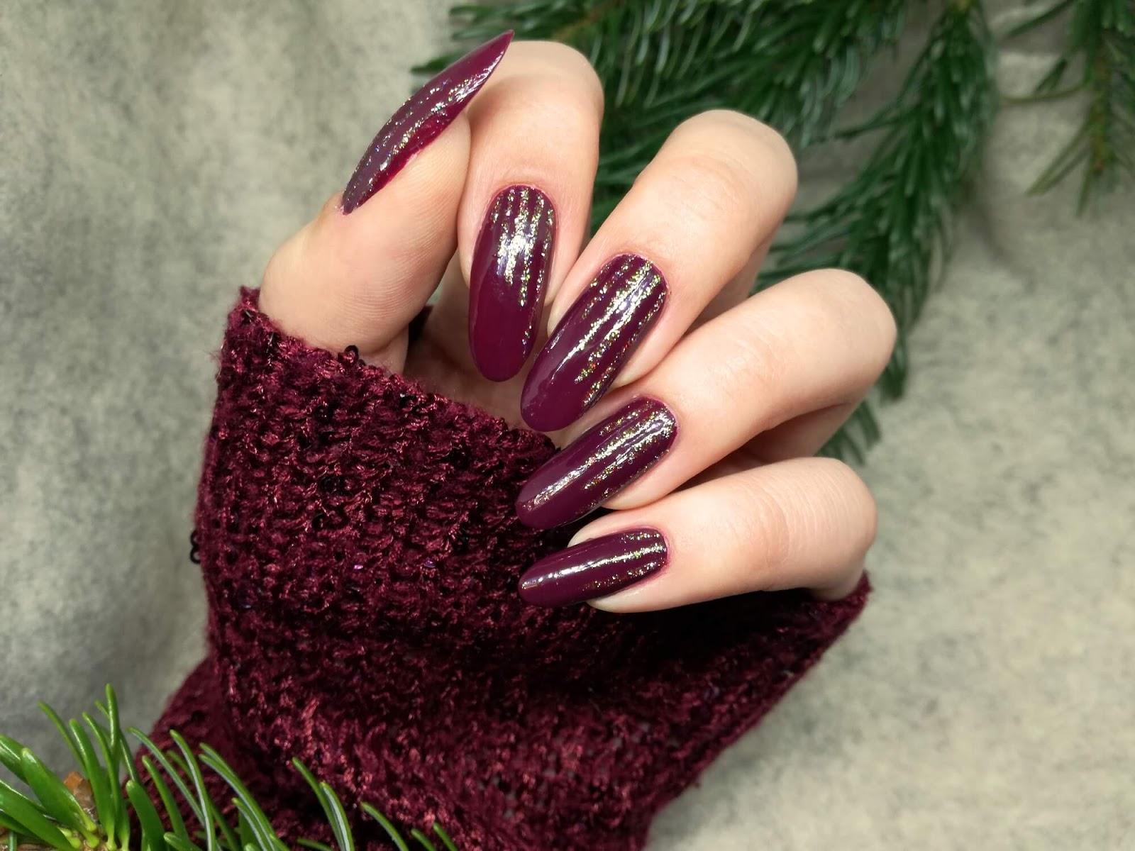 bordowe paznokcie z brokatowymi liniami