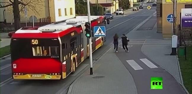 بالفيديو  نجاة بولندية من الموت بأعجوبة بسبب مزحة