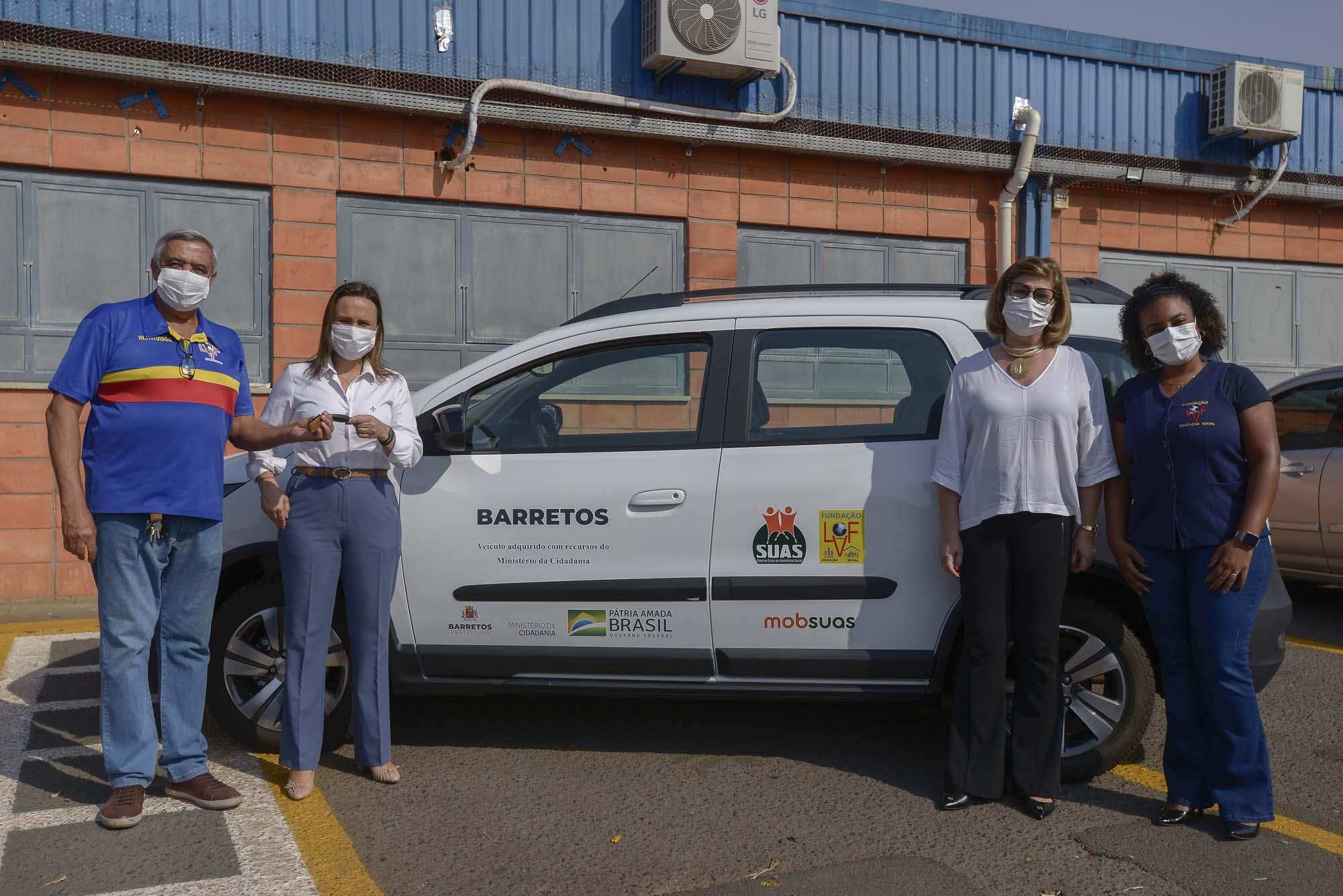 Fundação LVF em Barretos recebe veículo para suporte nas ações com idosos