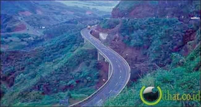 Pali Highway - Honolulu, Hawaii
