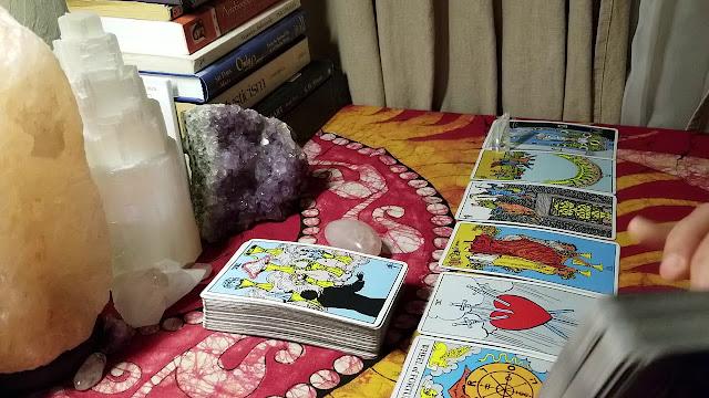 Energía de cubierta grande: cómo elegir las mejores cartas de tarot u oráculo para ti