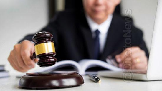 juiz bosta elogio absolve homem direito