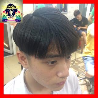 Kiểu tóc nam Bowl Cut ngôi 6:4 giống Park Go Bum