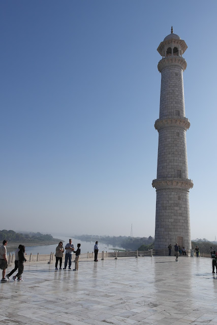Salah Satu Menara Taj Mahal, Karya Cinta Abadi Shah Jahan