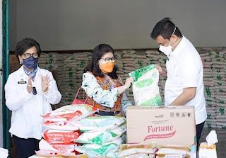 Wali Kota Medan Terima CSR Sembako dari Wilmar Group