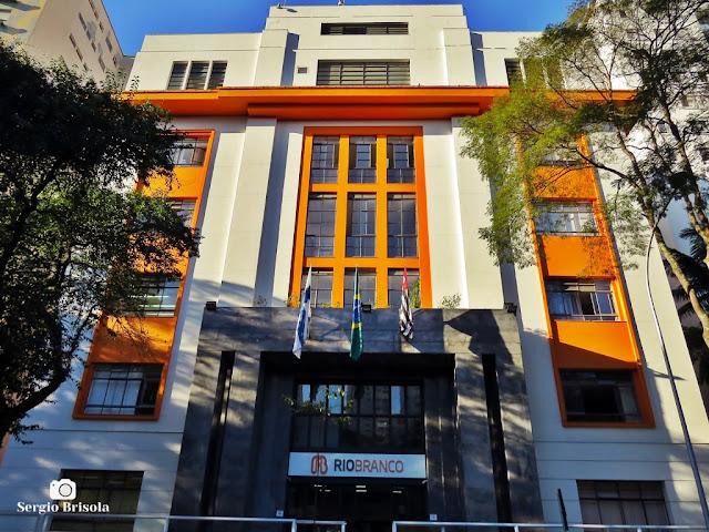 Vista ampla da fachada do Colégio Rio Branco - Higienópolis - São Paulo