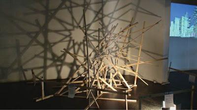 Instalación con luz y sombra