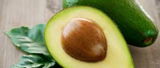 A semente ou o caroço do abacate, em geral, a gente joga fora. Mas, vamos aprender aqui como aproveitar esse pedaço da fruta que é muito útil - para a saúde.