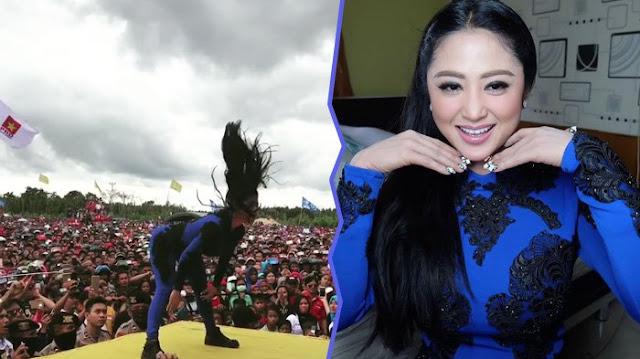 Di Video Ini Netizen Heboh Lihat Goyangan Dewi Perssik