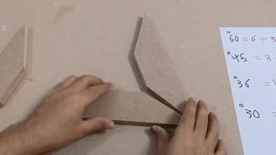 تجميع ألواح خشبية مقصوصة بزاوية 60 لعمل برواز شكل مثلث