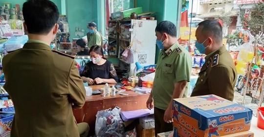Tăng giá mì tôm mùa dịch Covid-19, một siêu thị bị xử phạt 20 triệu đồng
