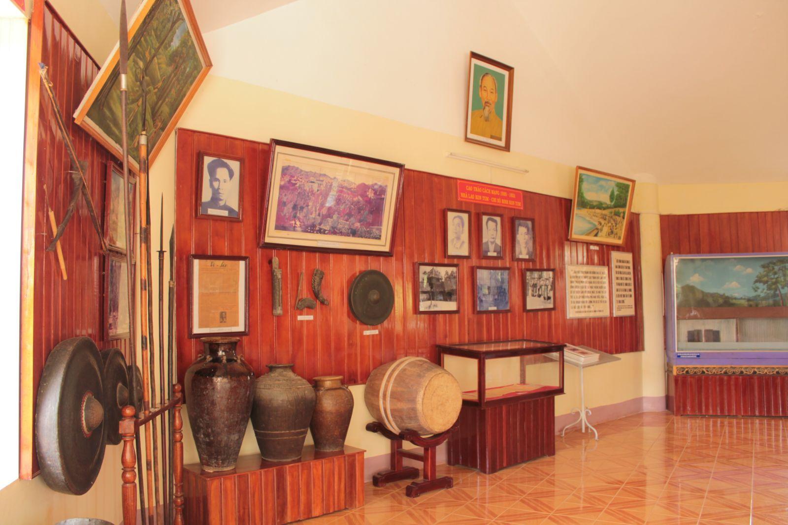 Phòng trưng bày trong Ngục Kon Tum